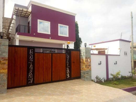 3 bedrooms house with 1 out house at east legon mempesem 8 » Brabeton » The People's Marketplace » 06/08/2021