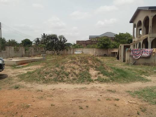 Property at Afienya Tema 3 » Brabeton » The People's Marketplace » 25/01/2021